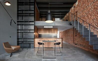 Bývalý pražský pivovar premenený na loft, ktorému dominuje kombinácia tehly a betónu