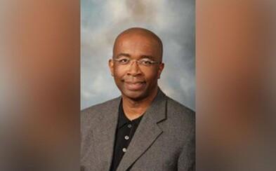 Bývalý univerzitní profesor utratil téměř 200 000 dolarů ze školních peněz za striptérky, iTunes a jídlo