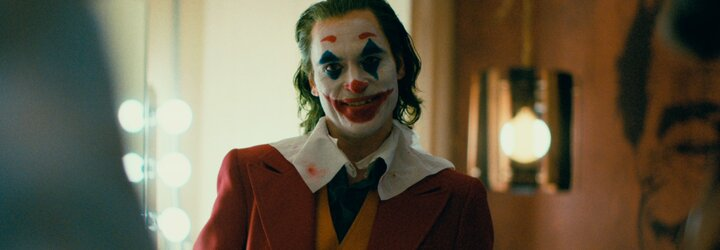 Joker je majstrovským a temným filmom s oscarovým výkonom Joaquina Phoenixa. V Benátkach ho vytlieskali v stoji