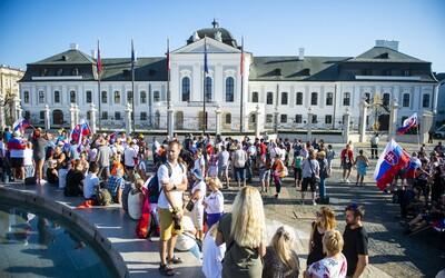 NAŽIVO: Antivaxeri blokujú dopravu v Bratislave, zasahujú ťažkoodenci (+foto a video)