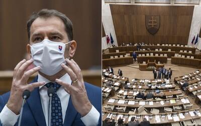 V parlamente niekto nahlásil bombu, poslancov museli evakuovať