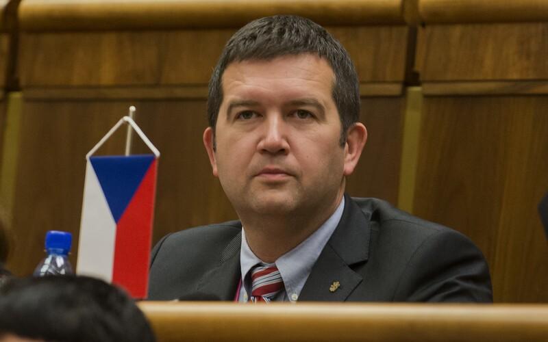 Vláda znovu aktivovala Ústřední krizový štáb, informoval Hamáček.