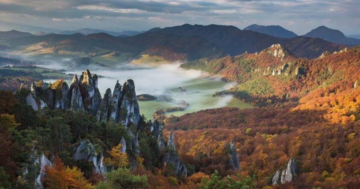 Súľovské skaly na Považí svojou tajomnosťou vyrážajú dych. Tamojšie skalné  útvary sú ako z Mordoru | REFRESHER.sk