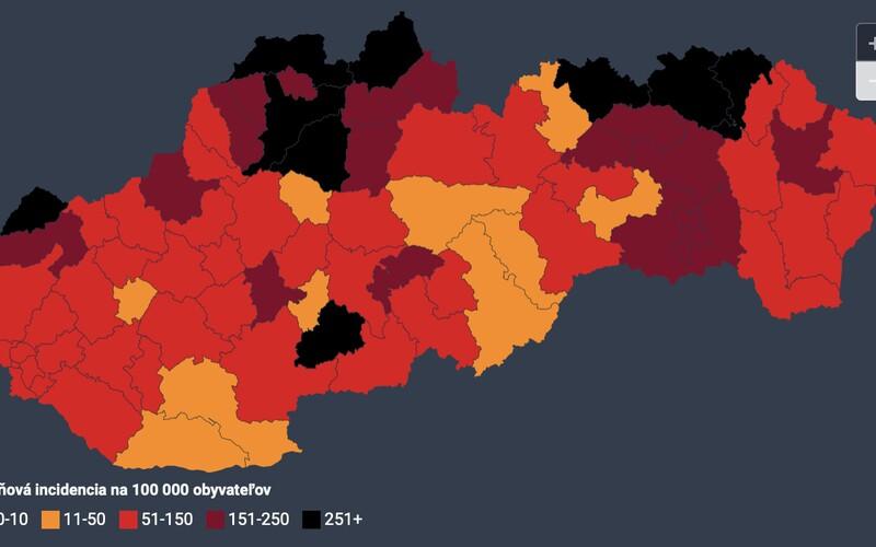 Slovensko má 9 čiernych a 19 bordových okresov, tvrdia Dáta bez pátosu.