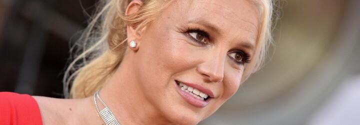 Britney Spears slaví svobodu: Jezdí v Mercedesu za 3 miliony a na Instagramu zveřejňuje lechtivá videa