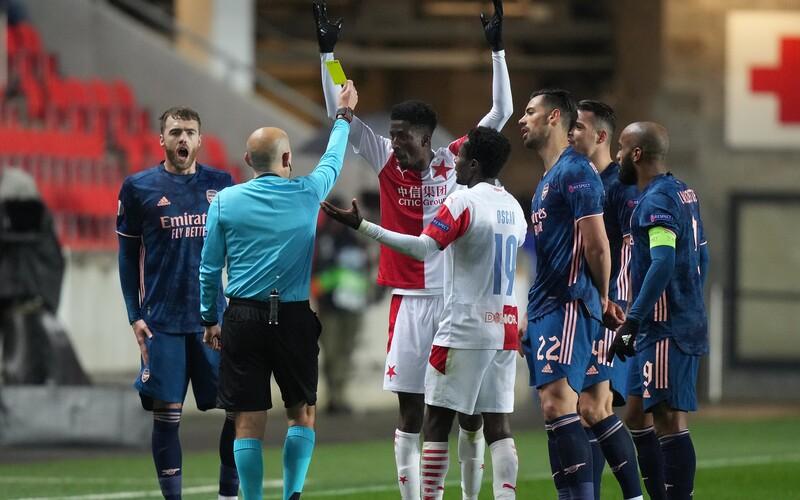 Slavia vyhořela s Arsenalem 0:4. Kvůli půlhodině prvního poločasu si semifinále Evropské ligy nezahraje.