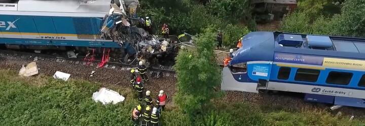 VIDEO: Srážka vlaků na Domažlicku z ptačího pohledu. Jde o největší nehodu od loňské srážky vlaků u Perninku