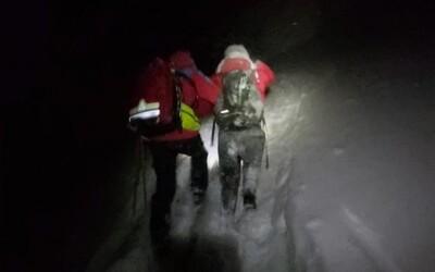 Turisté v teplákách a teniskách málem umrzli při výšlapu na Sněžku.