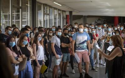 Otevřete vysoké školy, bouří se studenti. V Praze chystají demonstraci, o kterou mají zájem tisíce lidí.