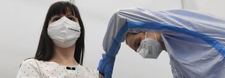 Očkování učitelů: Za první den se registrovalo 100 tisíc pedagogů