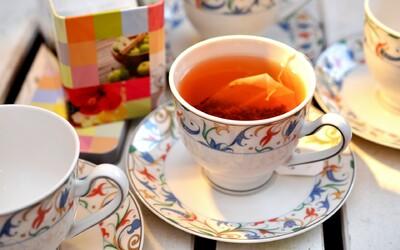 Čaj horší než PET lahve? Ze sáčků oblíbeného nápoje se uvolňují miliardy mikroplastu