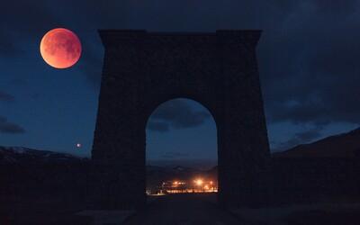 Čaká nás najdlhšie zatmenie Mesiaca tohto storočia