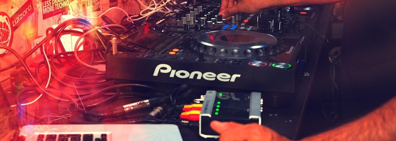 Calvin Harris se opět stal nejlépe placeným DJem. Skrillex se nedostal ani do první patnáctky
