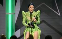 Cardi B ako mohutný leguán či Rihanna v all black outfite. Čo mali oblečené celebrity na BET Awards 2019?