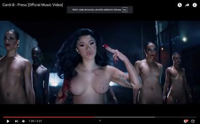 Cardi B je v novom videoklipe šialená psychopatka bez oblečenia, ktorá nezvládne ďalší mediálny tlak