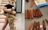 Cardi B sdílela video, jak si její muž připravuje jointy, protože se nudí v karanténě. Ona rozráží hlavou gigantickou Jengu