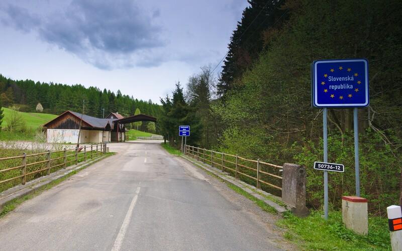 Češi budou moci vycestovat na Slovensko a do Maďarska. Do 48 hodin se ale musí vrátit.
