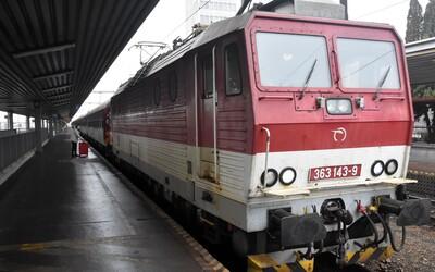 Koniec vlakov zadarmo? Šéf železníc chce pre študentov a dôchodcov zaviesť nové pravidlá.