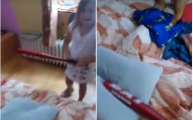 Čech naváděl svoji dceru, aby mlátila baseballovou pálkou do polštáře a představovala si, že jde o Roma nebo muslima
