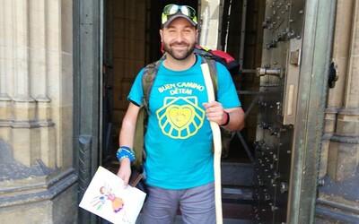 Čech vyrazil na 3 131 km dlouhou pouť, aby vybral peníze pro tři těžce nemocné děti