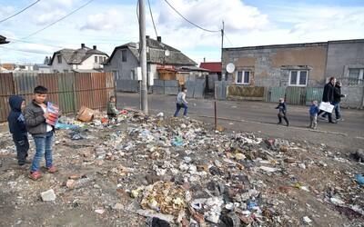 Celá rómska osada Háj v Gelnici je v karanténe, strážia ju policajti. Matovič o tom nevedel