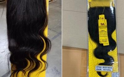 Celníci v newyorském přístavu zabavili 13 tun výrobků z lidských vlasů. Pravděpodobně byly vyrobeny v pracovních táborech