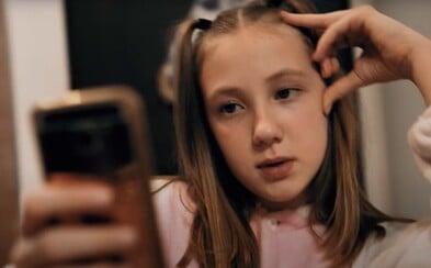 Celý den čumím na telefon, prosím, pusťte nás ven, vzkazuje 10letá slovenská raperka