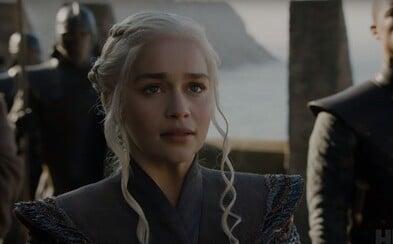 Celý svět Game of Thrones se spojil, aby sesadil Lannistery z trůnu. Užijte si epický trailer pro 7. sérii s draky a záběry na válku o všechno