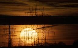 Ceny energií raketově stoupají. Takto to pocítí podnikatelé i domácnosti (Anketa s experty)
