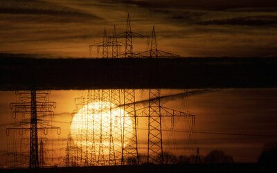 Ceny energií raketovo stúpajú. Takto to pocítia podnikatelia aj domácnosti (Anketa s expertmi)