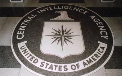 Čerstvá várka tajných dokumentů CIA odhalila, že do iPhonů instalovali viry už ve výrobní továrně