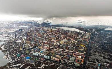 Červené rieky, zápach síry vo vzduchu a pôda plná kovov. Vstúpte do Norilsku, jedného z najznečistenejších miest na svete