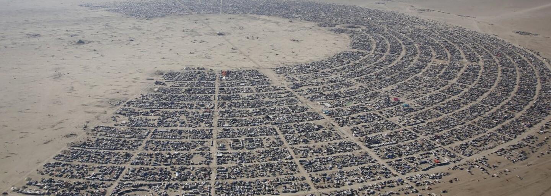 """Češi přivezou unikátní sochu na legendární festival Burning Man! V poušti bude """"pulzovat"""" svítící umělecké dílo ve tvaru srdce"""