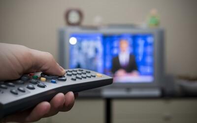 Češi tráví u televize 3 hodiny a 38 minut denně. Ignorují stále více reklam