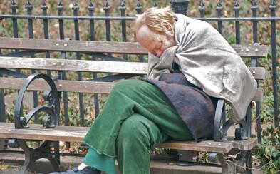 Češi už poslali lidem bez domova dvakrát více Nocleženek než loni