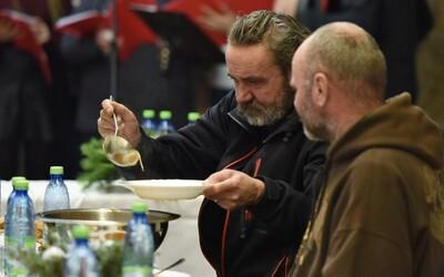 Češi za rok 2019 poslali na charitu 8,45 miliardy korun