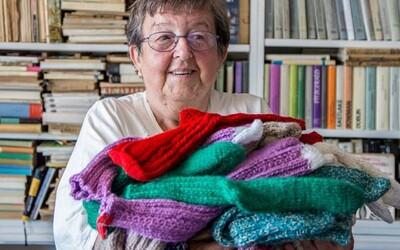 Česi založili projekt, vďaka ktorému môžeš mať vlastné štrikované ponožky od babičky. Každý pár je skutočný originál