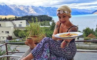 Česká kuchařka a cestovatelka vařila u Jamieho Olivera a zkušenosti sbírala i v Asii, na Novém Zélandu a v Jižní Americe (Rozhovor)