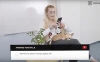 Česká pornoherečka Daisy Lee číta hejterské komentáre. Úchylov sa nebojí, otvorene rozpráva o umelých prsiach