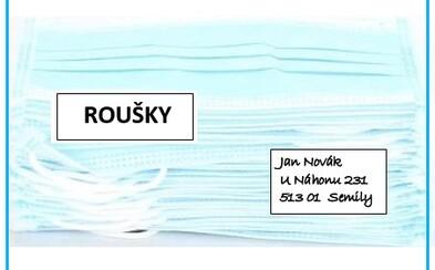 Česká pošta rozváží ode dneška roušky zdarma, musí být ale vidět