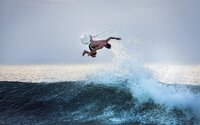 Česká surfařská kniha mapuje zážitky nadšenců a dokazuje, že už nejde jen o sport přímořských obyvatel