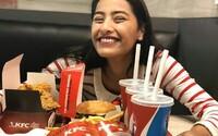 České pobočky KFC a Burger Kingu se chtějí zbavit plastů. Náhradu chystají pro brčka, kelímky, příbory a tácky