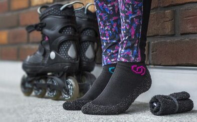 České ponožkoboty vybraly za jeden den půl milionu na Kickstarteru. Můžete si je složit do kapsy