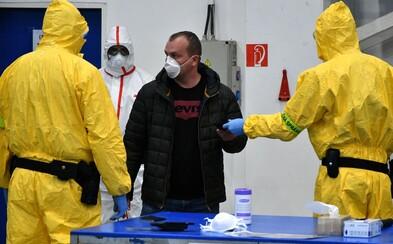Česko má 383 lidí nakažených koronavirem. Policie dopadla muže, který vyhrožoval, že nákazu roznáší