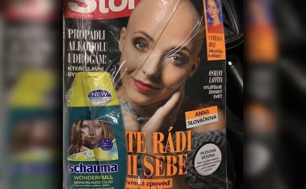 Český časopis se omluvil. K vydání s herečkou po chemoterapii na hlavní straně přibalil šampón pro husté vlasy