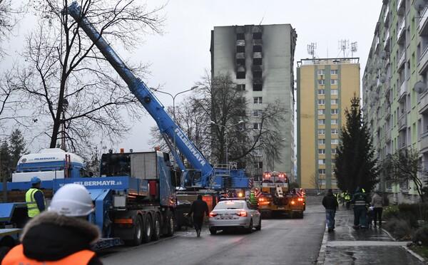 Český demoliční stroj je již v Prešově. Začne s rozebíráním paneláku na Mukačevské 7
