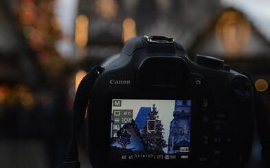 Český fotograf poslal svoji zrcadlovku na rok mezi lidi a čekal, zda se mu vrátí a jaké fotky v ní najde