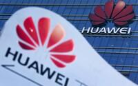 Český Huawei sbírá citlivá data o klientech a předává je čínské ambasádě, uvedl Radiožurnál