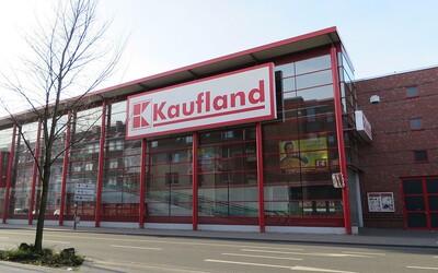 Český Kaufland má na krku skandál. Zaměstnancům zakázal jíst a pít, lidé mu to na Facebooku spočítali