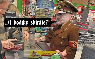 Český Kaufland terčem vtipů a útoků. U pokladny totiž obsluhovala žena s vytetovaným hákovým křížem a hajlujícím mužem